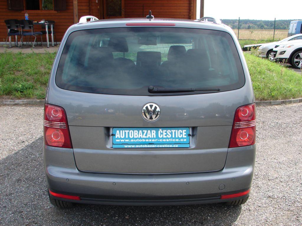 Volkswagen Touran 2.0 TDI Highline SERVISKA