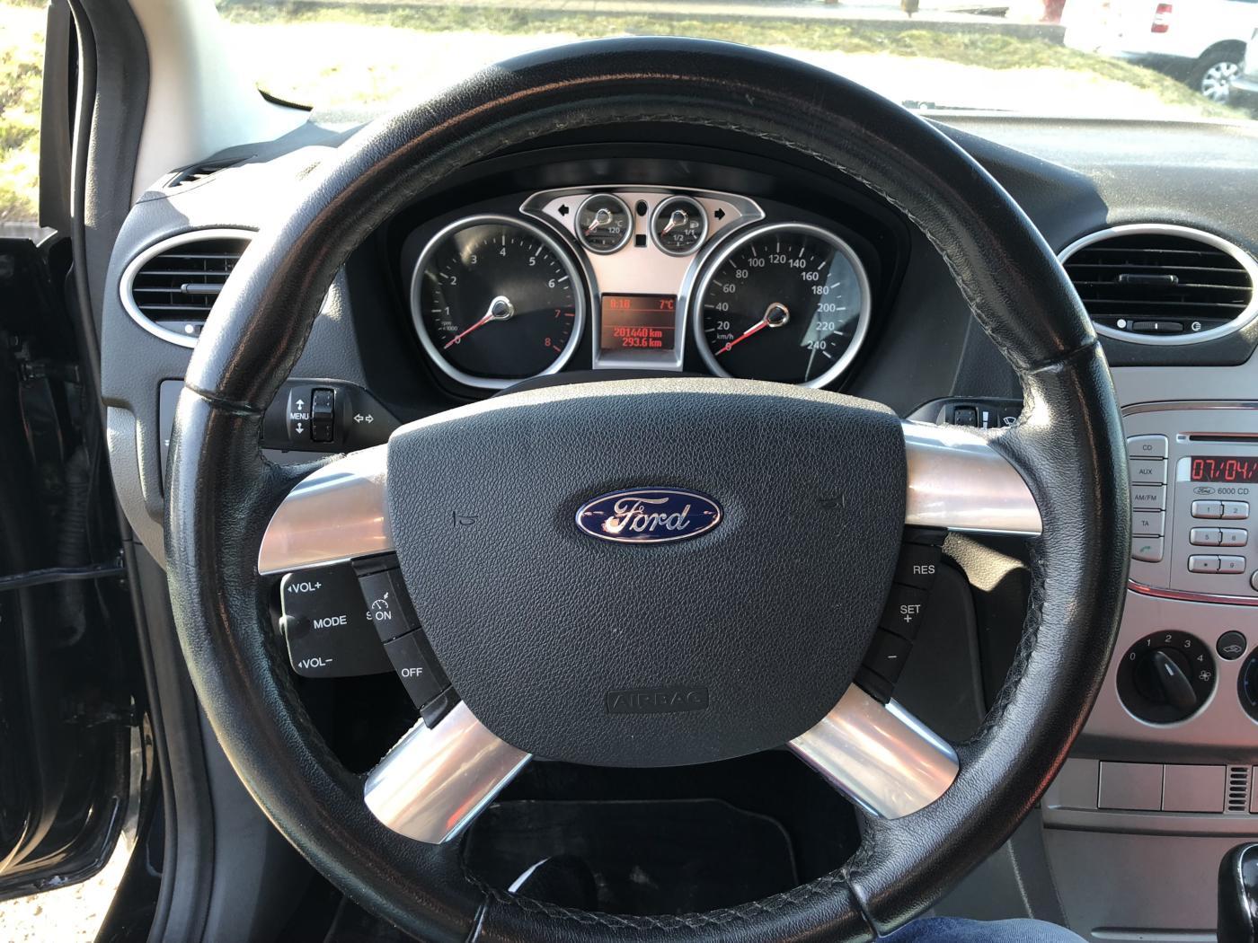 Ford Focus 1,6i 16V SPORT